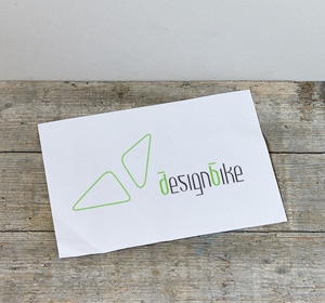 <span>Designbike</span><i>→</i>