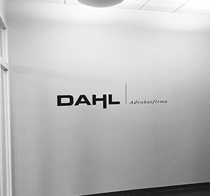 <span>DAHL Advokatfirma</span><i>→</i>
