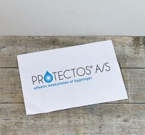 <span>Protectos</span><i>→</i>